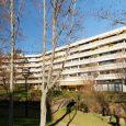 Appartement 2 pièces, 1er étage , 40 m2 + terrasse 12 m2, exposé sud-ouest sur un grand parc arboré. Séjour très lumineux avec baie vitrée coulissante, chambre avec porte-fenêtre, kitchenette […]